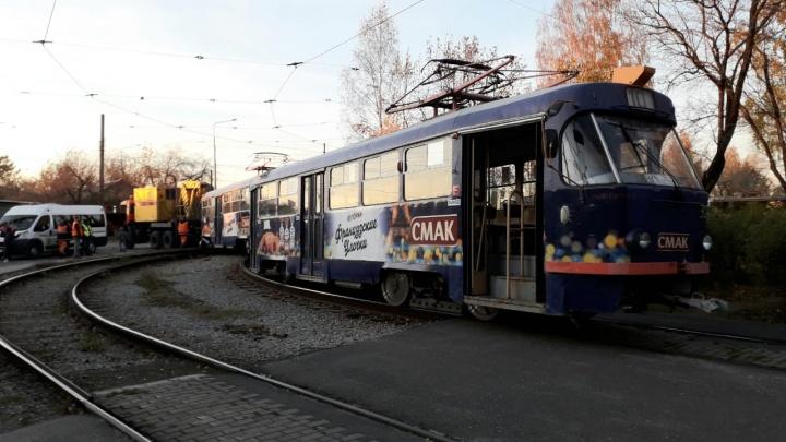 Трамвайное движение на Старую Сортировку оказалось парализовано из-за схода вагона на кольце