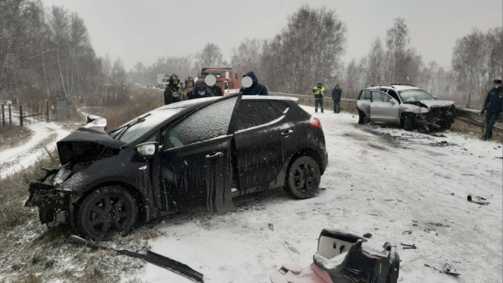 Иномарка на летней резине устроила ДТП во время снегопада под Челябинском. Погибла 11-летняя девочка