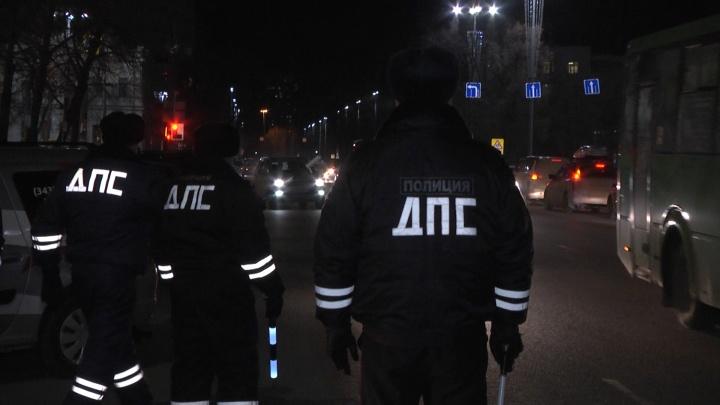 В Екатеринбурге сотрудники ГИБДД ловили таксистов-нелегалов