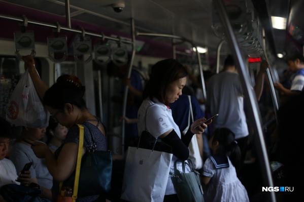 Пассажиры метро вПекине