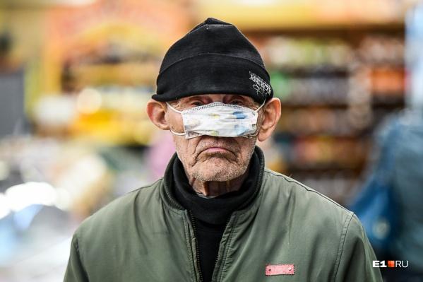 Примерно 80% тяжелых пациентов с COVID-19 — это пожилые екатеринбуржцы