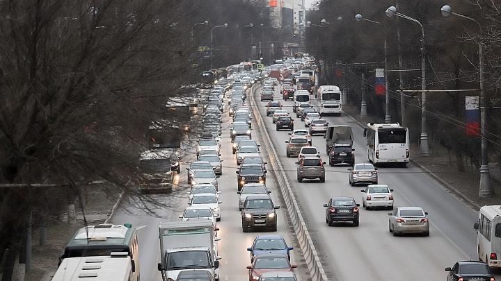 В центре Ростова с 23 февраля ограничат скорость машин