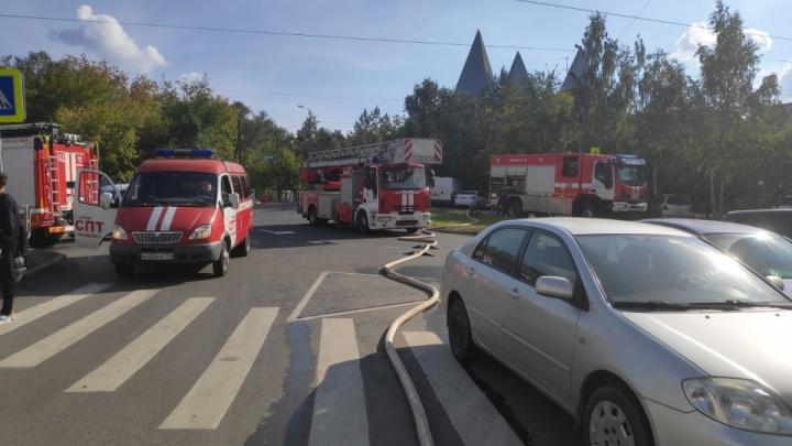 Гибель челябинца на пожаре в высотке за ТРК «Родник» переросла в уголовное дело