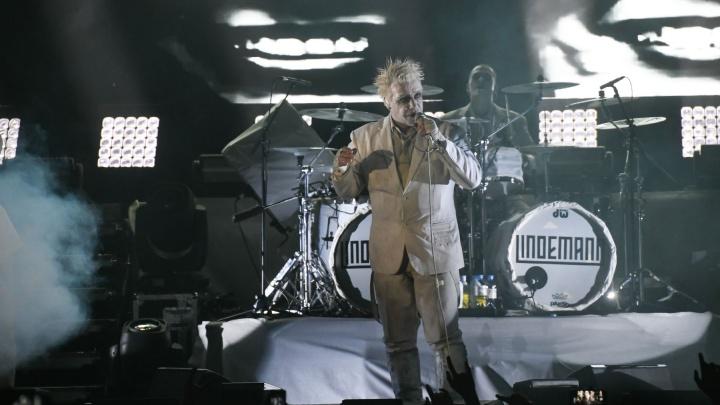 СМИ сообщили, что фронтмена Rammstein госпитализировали с коронавирусом