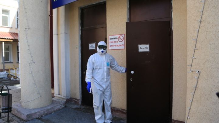 Что грозит новосибирцу с коронавирусом, который отказывался лечь в больницу, — объясняет адвокат