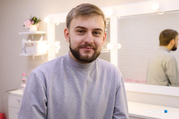 Виктор несколько лет «искал себя» и поддался совету подруги, которая уже работала бровистом