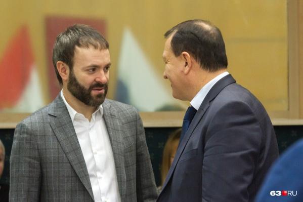 Фирма-застройщик уже не принадлежит родственникам депутата Евгения Серпера (слева)