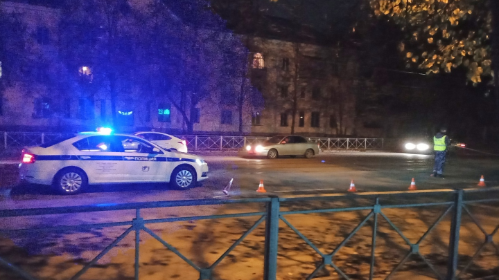 В Калининском районе седан сбил мужчину на пешеходном переходе