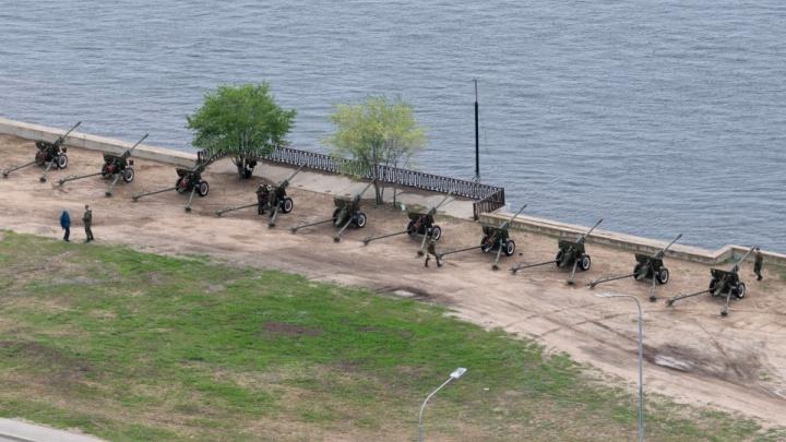 Пушки уже ждут сигнала: в Волгограде салюты прозвучат во всех районах
