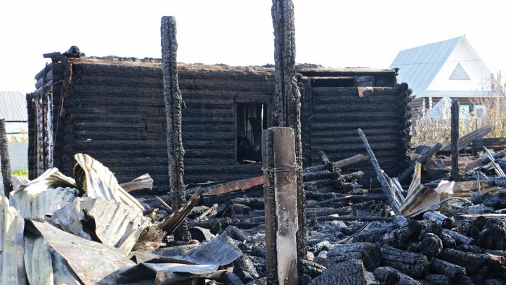 В Прикамье на пожаре погибли отец и шестилетний ребенок