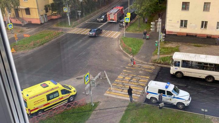 В Ярославле полицейские в бронежилетах окружили жилой дом. Что там случилось