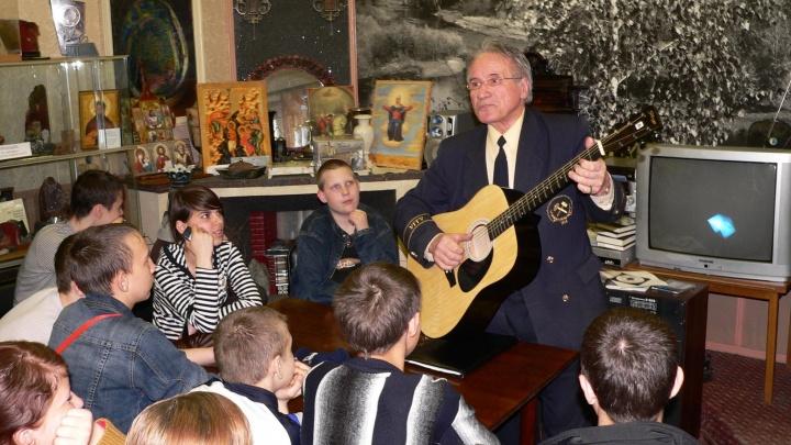 В Екатеринбурге скончался известный бард, написавший гимны для горного университета и туристов «Европа-Азия»