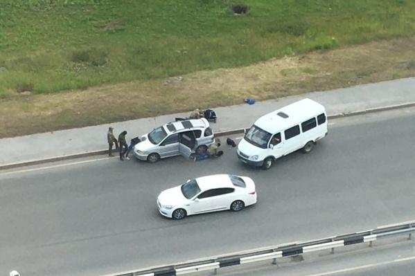 Троих мужчин остановили на улице Мельникайте в конце июня
