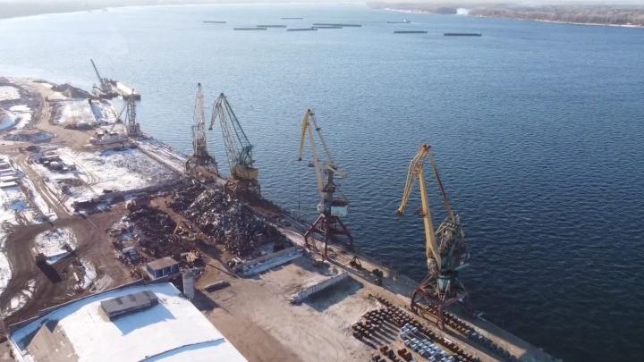 Видео: как выглядит грузовой порт, который уберут со стрелки рек Волги и Самары
