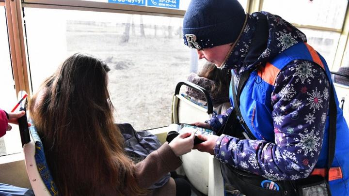 В троллейбусах и трамваях Ярославля ввели безналичную оплату проезда