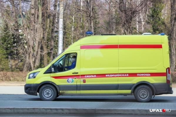 Пациенты поступают в больницы на автомобилях скорой помощи