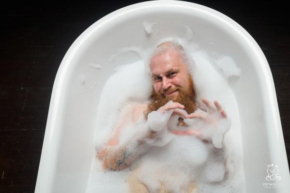 Фотограф выбрал самые популярные позы, которые принимают девушки на фотосессиях в ванне