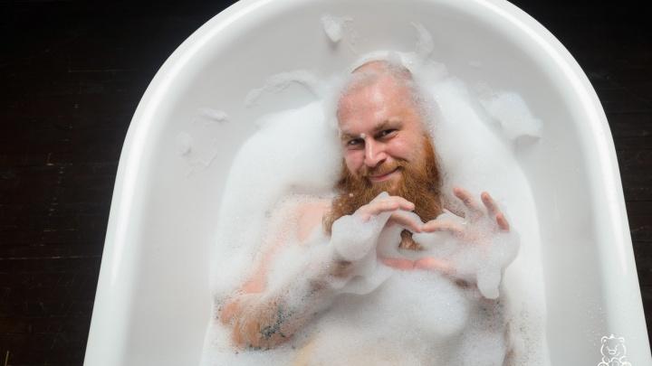 Брутальному рыжему бородачу из Сибири устроили провокационную фотосессию в пене. 7 фото из ванной