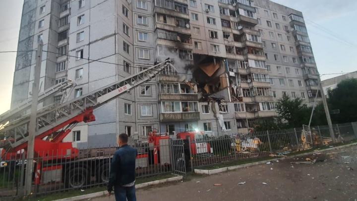 Люди кричат из окон. Спустя час после взрыва дома в Ярославле эвакуируют уцелевших жильцов
