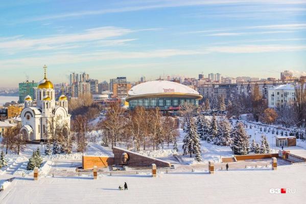 """Площадку <a href=""""https://63.ru/text/winter/2020/12/09/69612876/"""" target=""""_blank"""" class=""""_"""">начали готовить</a> в первых числах декабря"""
