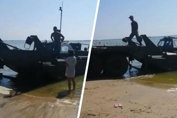 В жаркую погоду тюменцы выезжают на озера. Андреевское — одно из самых популярных, но там возможны сюрпризы