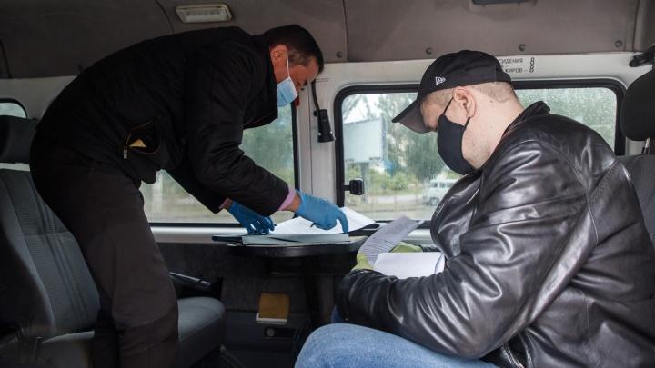 На волгоградских остановках начнут продавать маски и перчатки