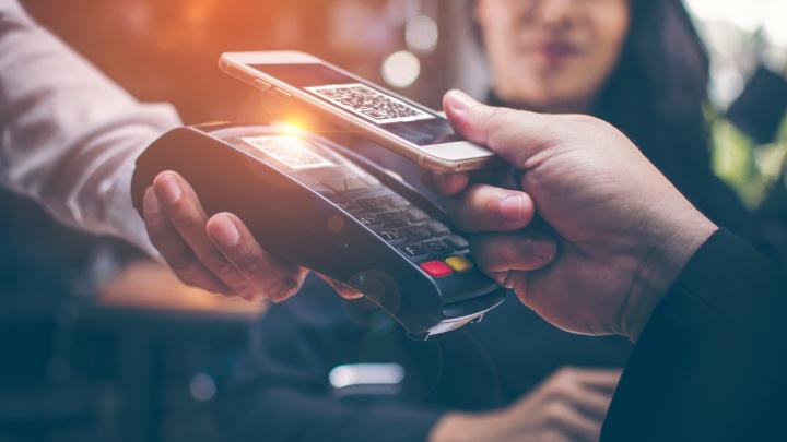 Более четверти платежей в 2020 году красноярцы совершали при помощи смартфонов