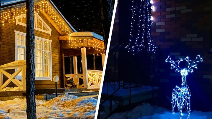 Огоньки и немного волшебства. 10 уютных фото из загородных поселков — смотрим, как украшают коттеджи к Новому году