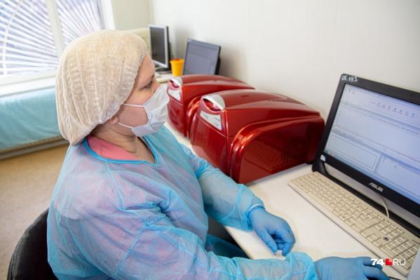 Две недели подряд в области выявляют больше сотни новых заразившихся ежедневно
