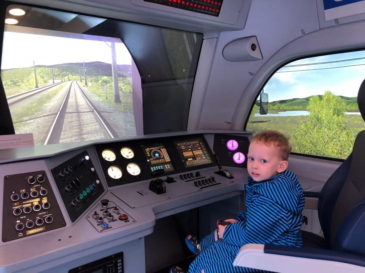 Поезда и всё, что с ними связано, — самое большое увлечение маленького Миши