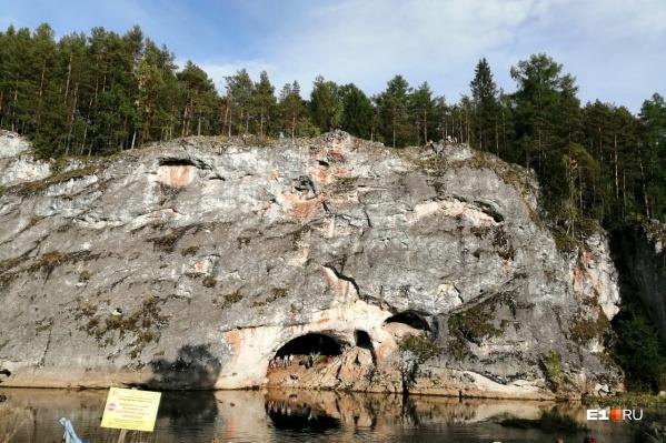 18-летняя туристка упала с 40-метровой скалы. Врач и фельдшер медицины катастроф прибыли через 26 минут