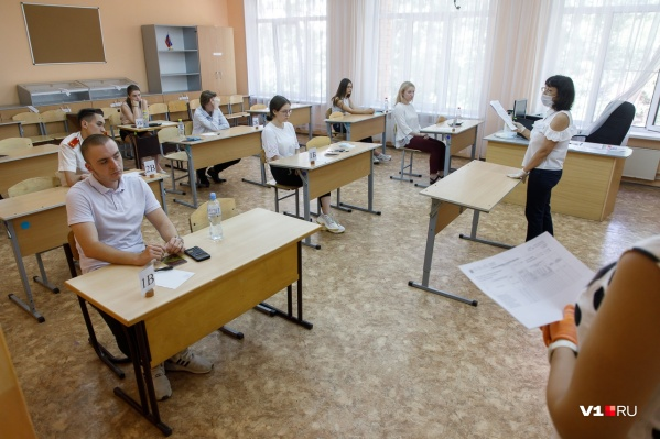 Больше всего стобалльников по русскому языку