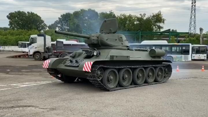 Знаменитый танк Т-34 привезли в Кемерово для парада Победы
