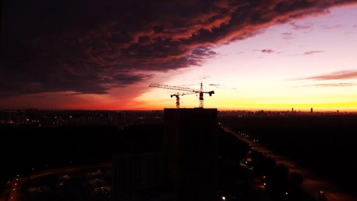 Нужно больше прекрасного: подборка фотографий заката от фотографов и читателей E1.RU