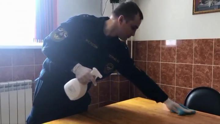 Решили здороваться локтями: как спасатели Архангельска отбиваются от коронавируса