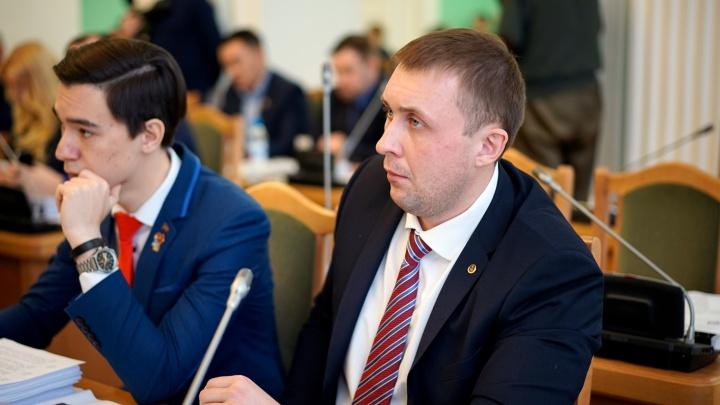 Депутата омского горсовета оштрафовали за неудавшуюся взятку могильными памятником и оградкой