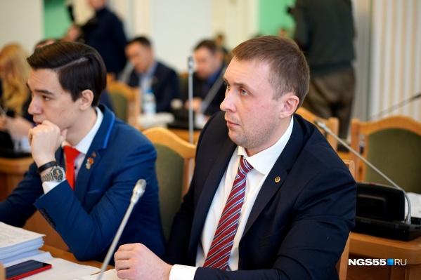 Иван Ивченко обещал ритуальной компании депутатский запрос, которого на самом деле сделать не мог