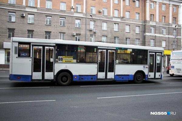 Работу общественного транспорта продлят до полуночи