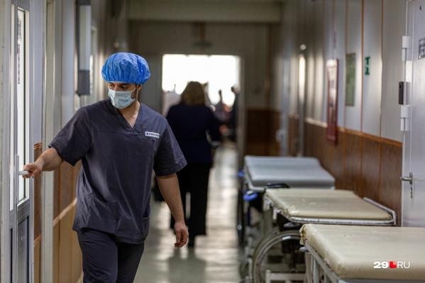 """О том, как в регионе поддержат врачей, <a href=""""https://29.ru/text/politics/69254851/"""" target=""""_blank"""" class=""""_"""">высказывался на днях врио губернатора</a> Александр Цыбульский"""