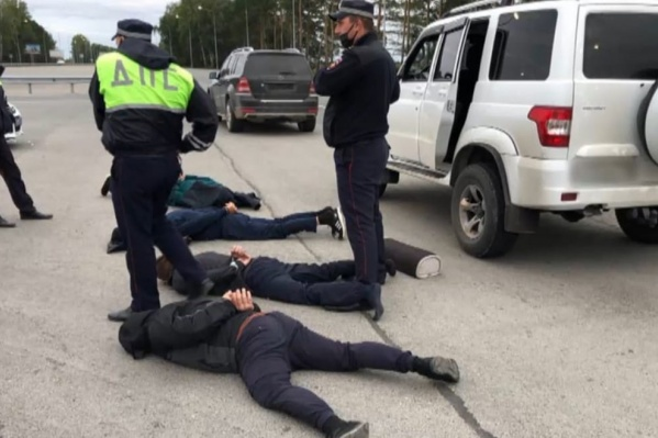 Кадр во время спецоперации по задержанию подозреваемых