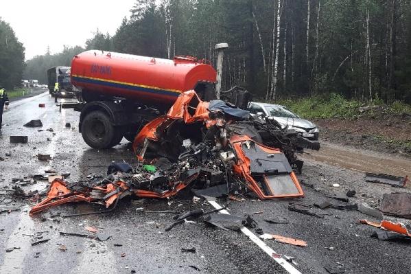 От кабины КАМАЗа, в которой погиб водитель, практически ничего не осталось