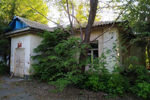 Часть зданий построена еще в середине XIX века