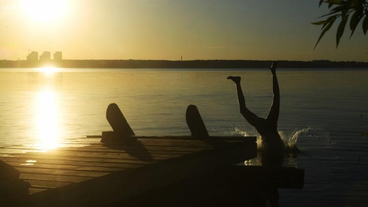 «Плавать уже можно». Подборка мест, где купаются екатеринбуржцы