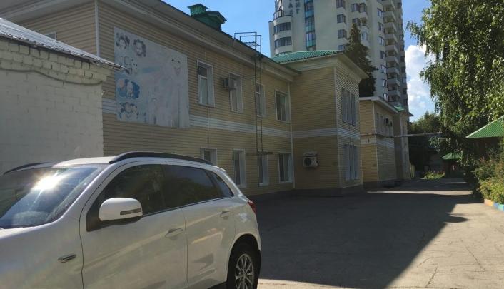 Ребёнка вытряхнули из коляски: экс-сотрудницы детдома из Самары хотят обжаловать своё увольнение