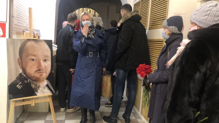 Экс-мэр Александр Донской приехал на похороны сына в Архангельск