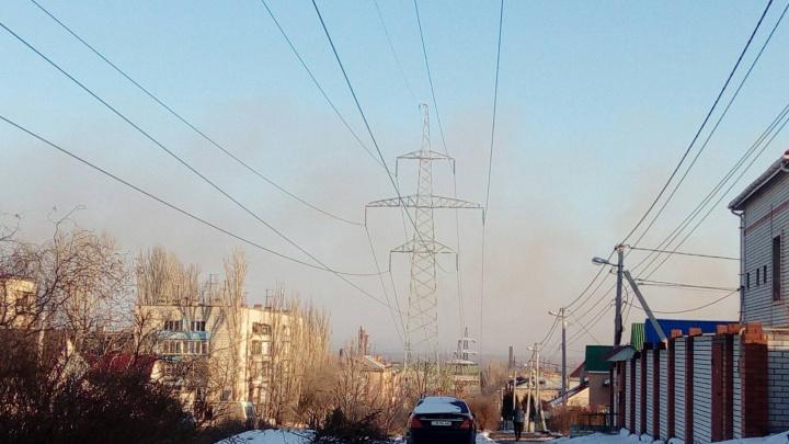 «До сих пор во рту привкус металла»: север Волгограда накрыло облаком с «Красного октября»