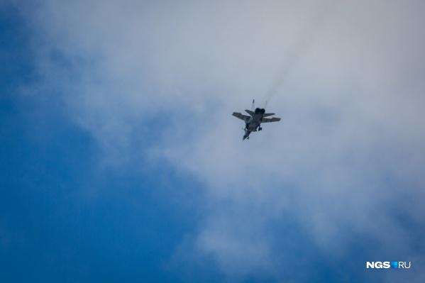 В пролете будут задействованы 10 единиц авиационной военной техники, в том числеи истребители-перехватчики МиГ-31