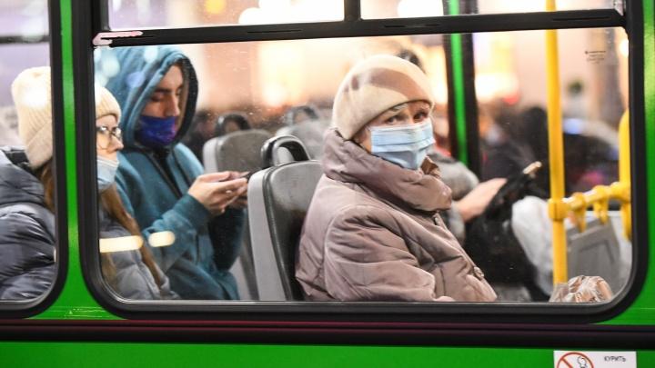 В Екатеринбурге пассажиров общественного транспорта начали штрафовать за отсутствие масок