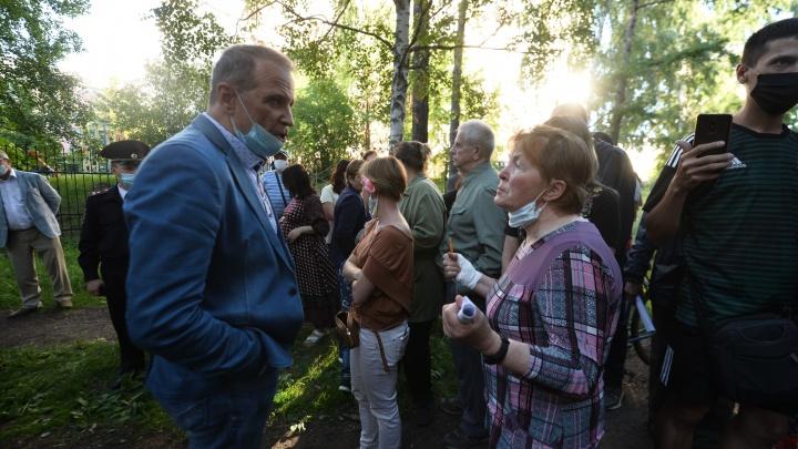 «За несанкционированные митинги вас будут сажать и сажать»: ставленник мэра припугнул горожан