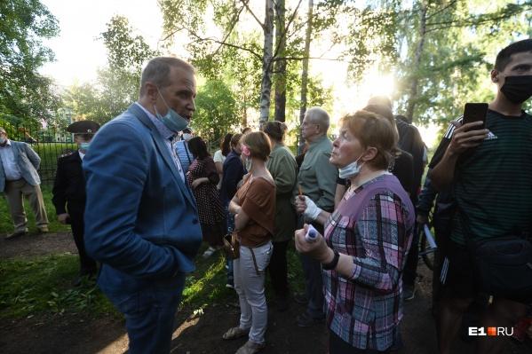 Вадим Аверьянов попытался испугать участников собрания полицией